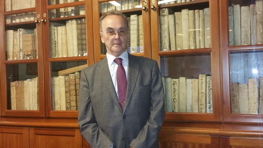 Manuel Fernández en el Salón Noble de La Cosmológica. Foto: LUZ RODRÍGUEZ