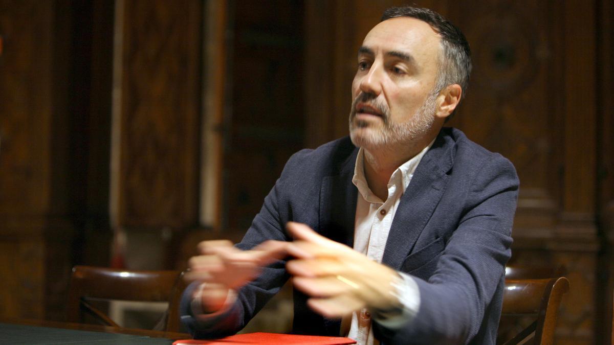 El economista Juan Ángel Poyatos en una de las salas del Palau de la Generalitat.