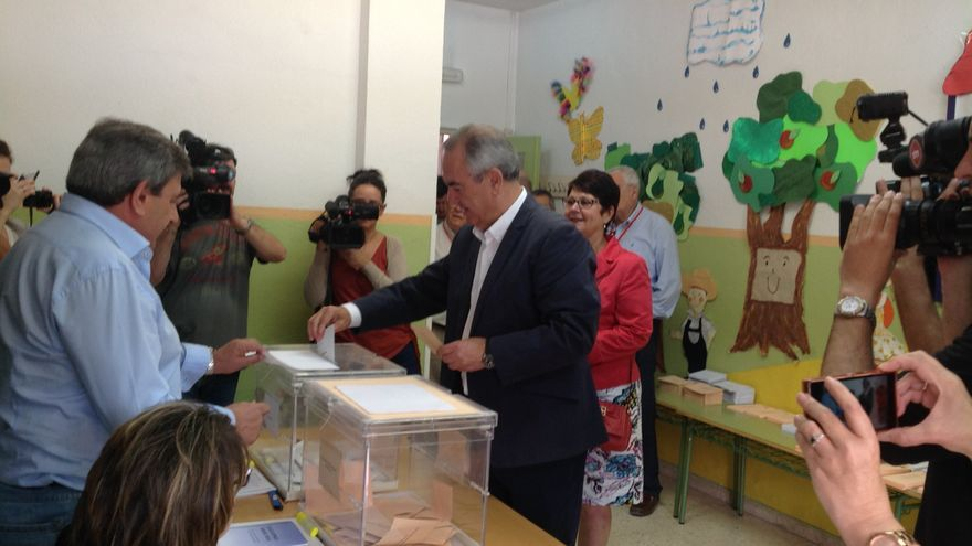 González Tovar (PSOE) votando en Murcia