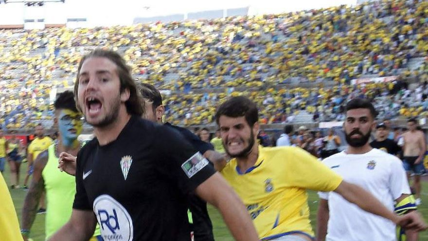Incidentes en el partido entre la UD Las Palmas y el Córdoba.