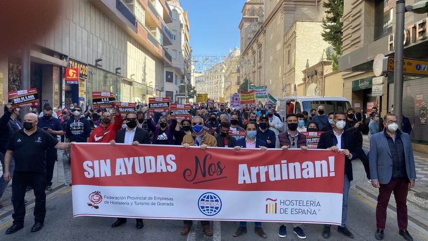 Manifestación de hosteleros y comerciantes por el centro de Granada