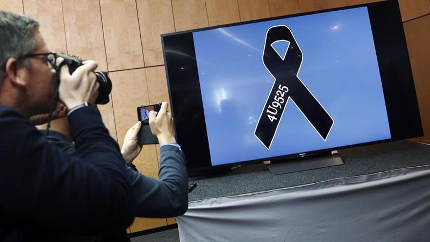 El padre del copiloto de Germanwings niega la versión del suicidio en el aniversario de la tragedia
