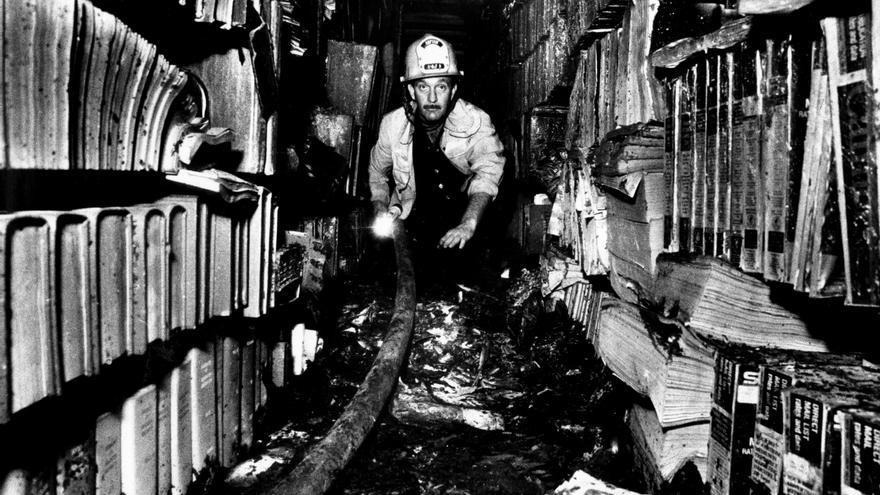 Imagen de archivo del incendio de la biblioteca de Los Angeles