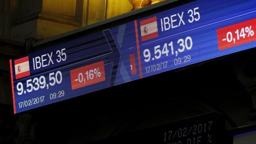 La Bolsa española cae un 0,54 % a mediodía, lastrada por la banca