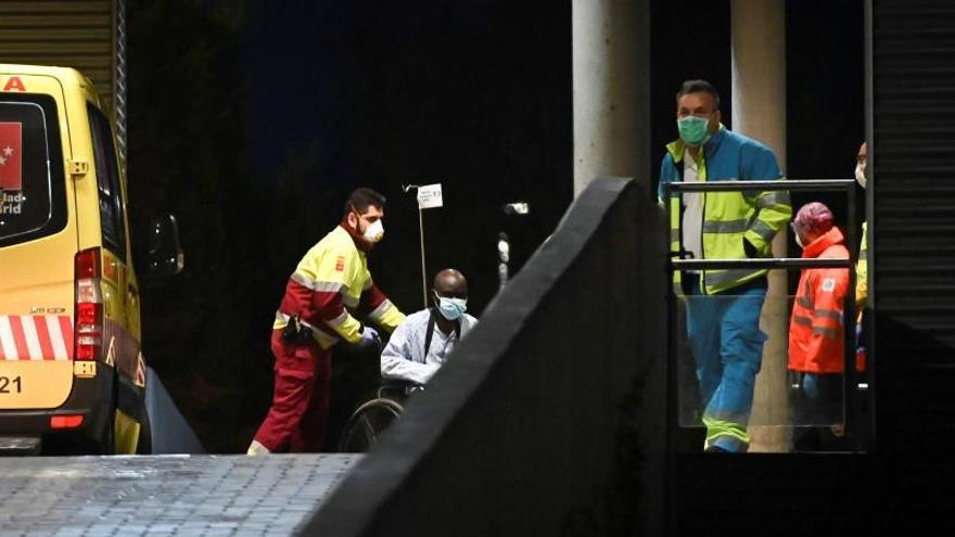 Vista general del exterior de las Urgencias del hospital Príncipe de Asturias de Alcalá de Henares el séptimo día del estado de alarma por la crisis del coronavirus.