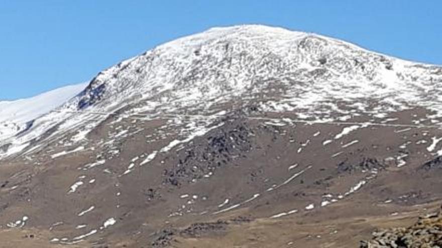 Cara sur del Mulhacén, este 24 de diciembre, con nieve únicamente a partir de los 2.900 metros de altitud. Foto: Junta de Andalucía
