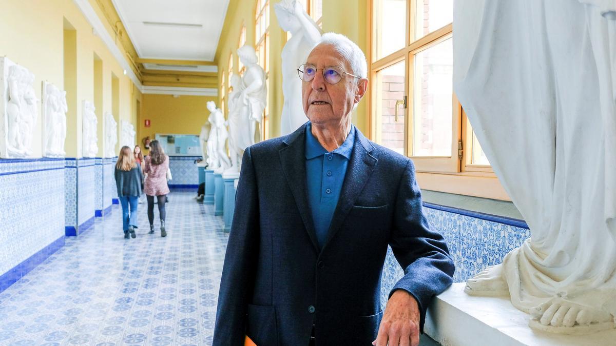 El historiador, crítico de arte y exdirector del Museo Reina Sofía, Tomás Llorens. EFE/Fernando Díaz/ Archivo