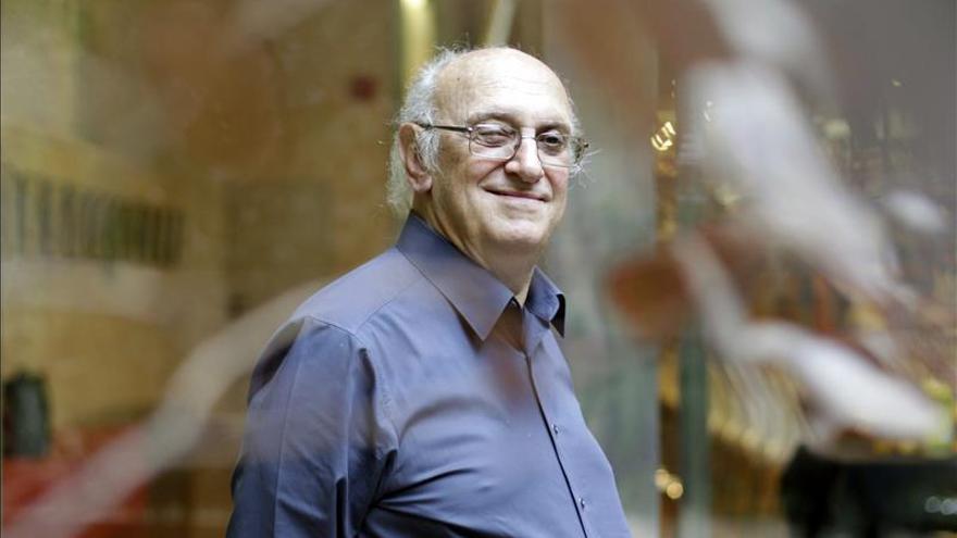 El escritor Petros Màrkaris repasa su trilogía sobre la crisis en Grecia