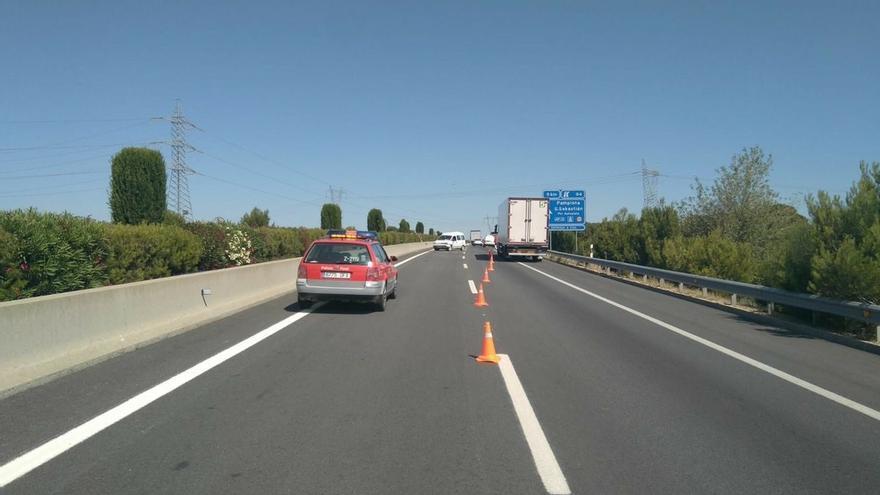 Importantes retenciones en la A-68 a la altura de Tudela tras un accidente entre un camión y una furgoneta