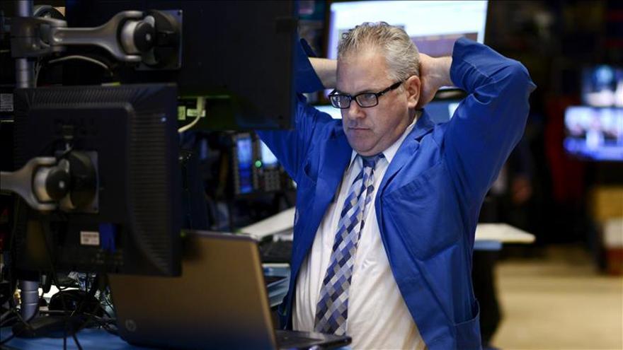 Wall Street abre con pérdidas y el Dow Jones baja un 0,73 por ciento