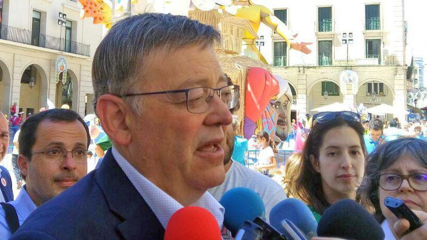 El president Ximo Puig atiende a los medios en Alicante