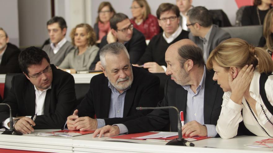 """Rubalcaba avisa a Rajoy y Mas de que el conflicto no se resuelve con una """"guerra de banderazos"""""""