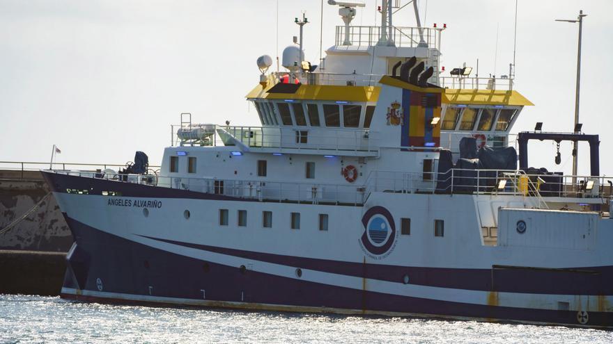 El buque que busca a Anna y a su padre en Tenerife vuelve a puerto por avería