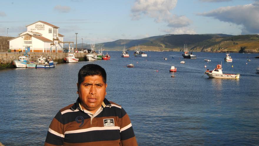 José Luis Quispe en el puerto de Malpica