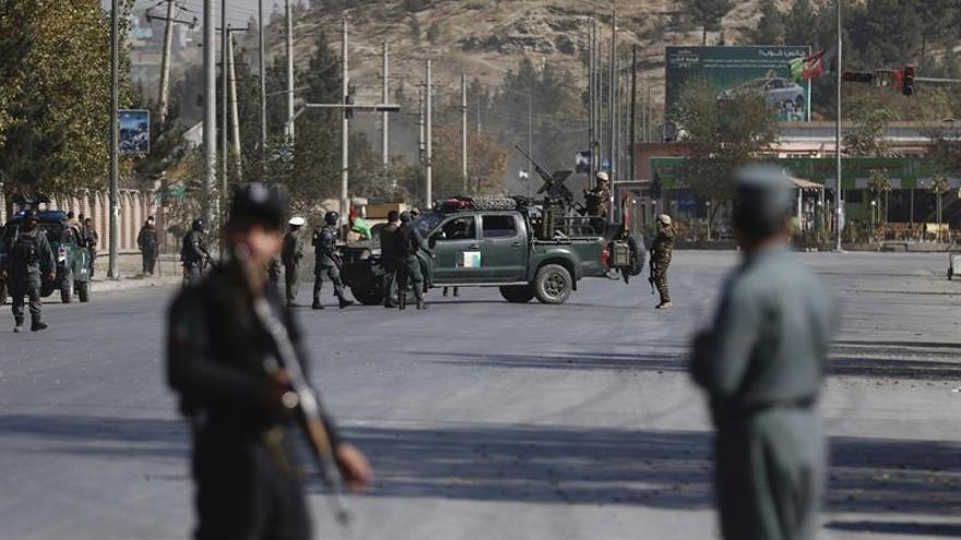 Mueren 6 miembros de las fuerzas afganas y 15 talibanes en un ataque insurgente
