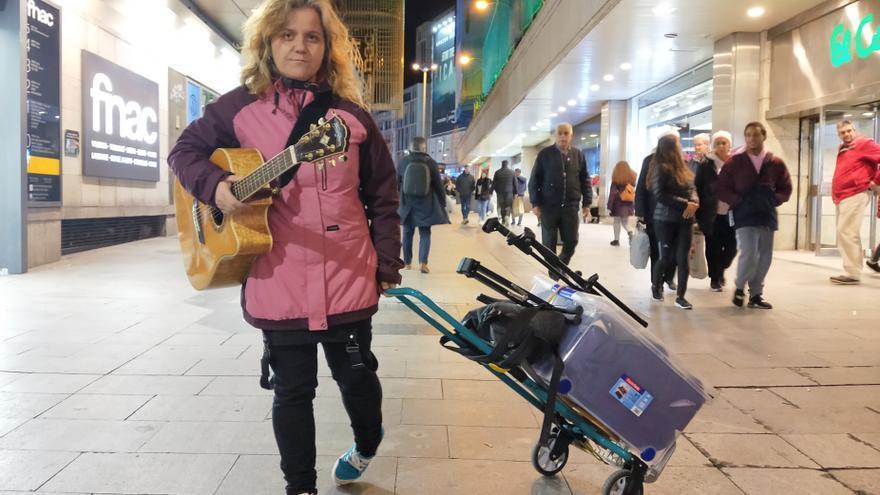 La cantoautora Damdara, en la calle del Carmen, donde solía tocar.