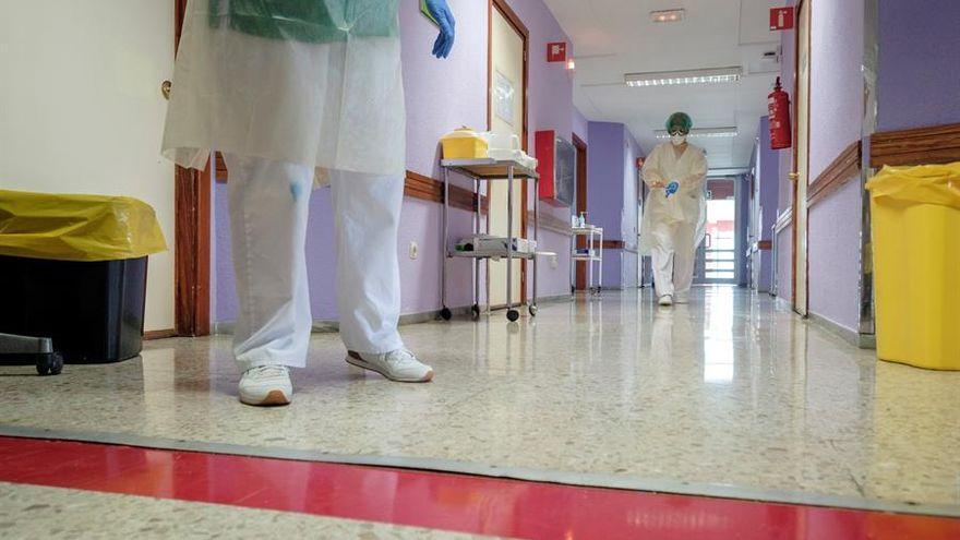 El Hospital Insular de Gran Canaria duplica en una semana el número de trabajadores aislados por COVID-19