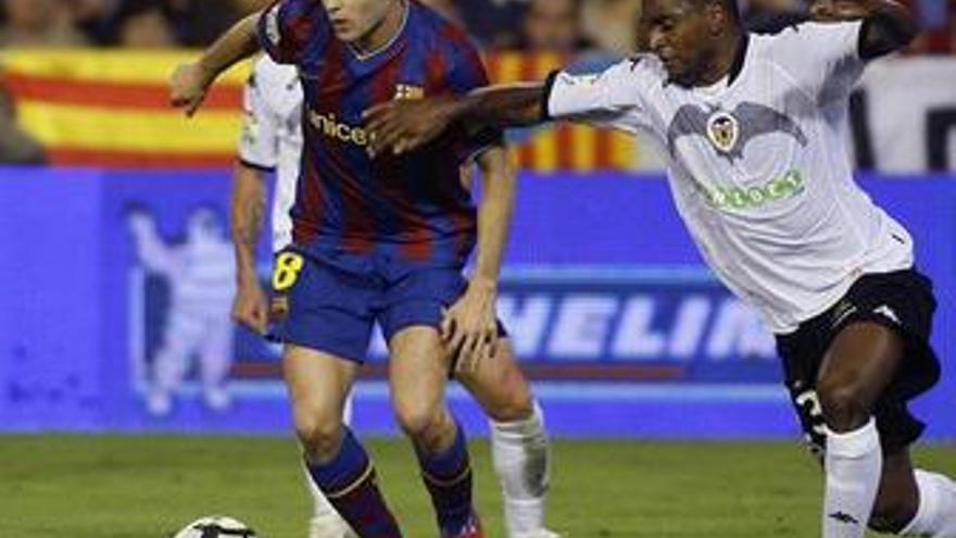 Un Barcelona inferior saca un punto en Mestalla