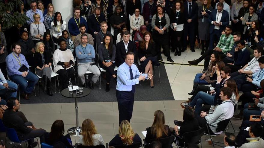 """Cameron advierte de que el empleo británico correría peligro ante el """"Brexit"""""""