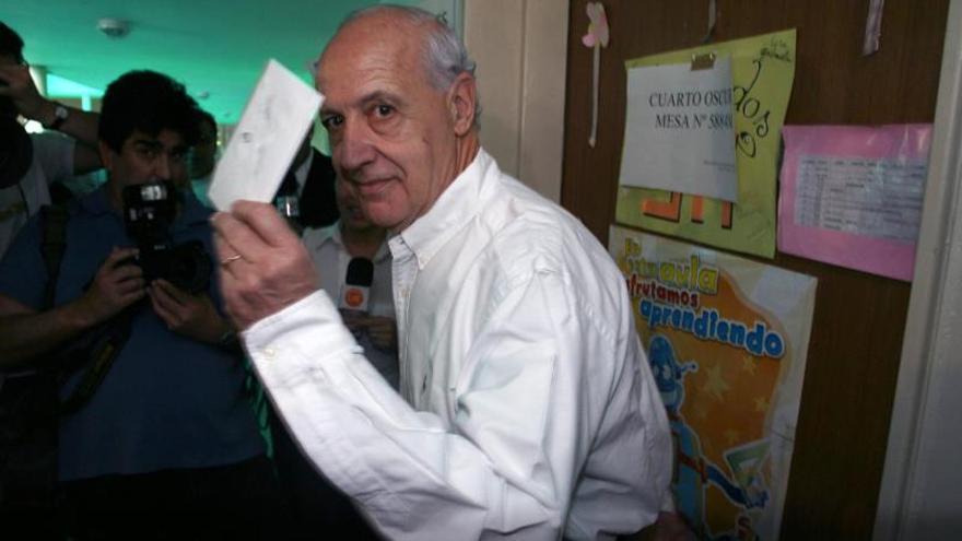 Candidato argentino Lavagna niega que le hayan ofrecido dinero para retirarse