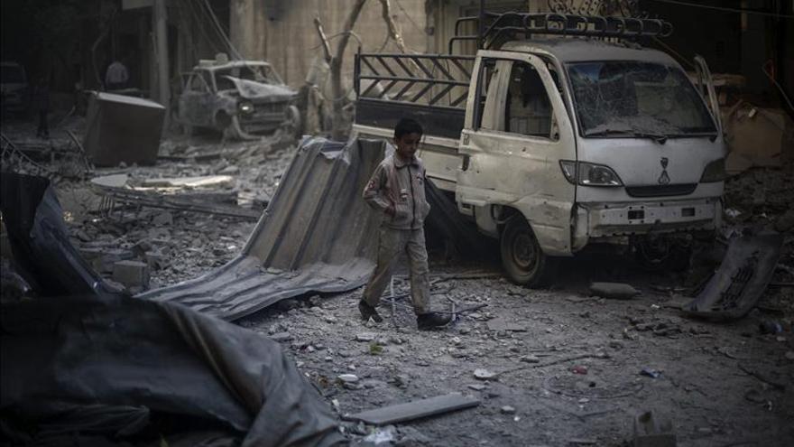 Al menos 19 muertos por un bombardeo contra una ciudad siria controlada por el EI