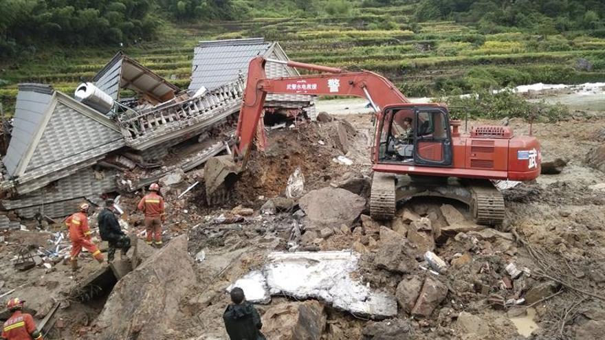 Sube a siete la cifra de muertos en el deslizamiento de tierras en el este de China