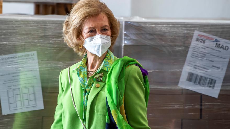 Doña Sofía visita el Banco de Alimentos de Toledo, que ve crecer la demanda