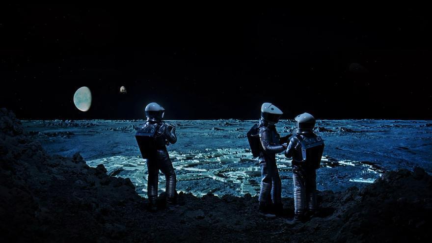 Astronautas en la luna en '2001 odisea en el espacio'