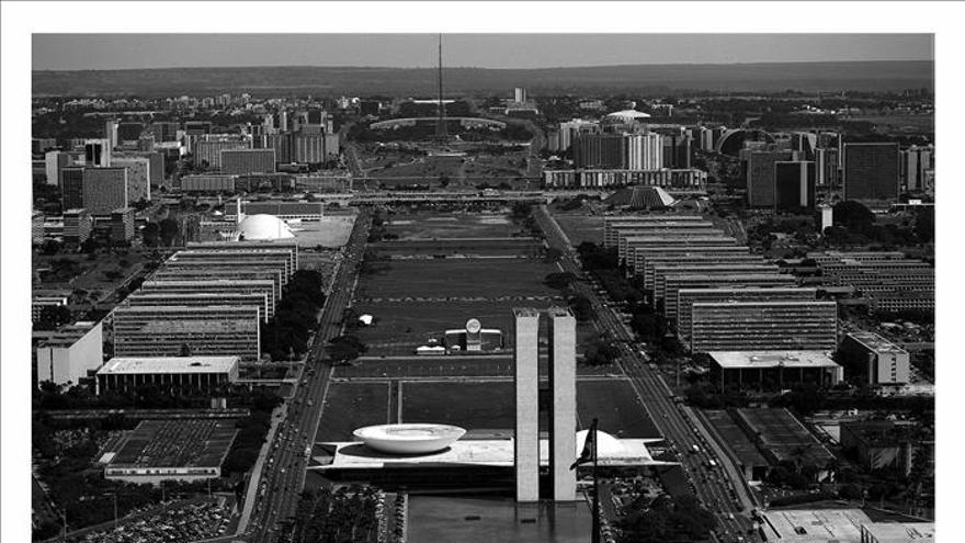 París rinde un homenaje al arquitecto Oscar Niemeyer y a su obra magna, Brasilia