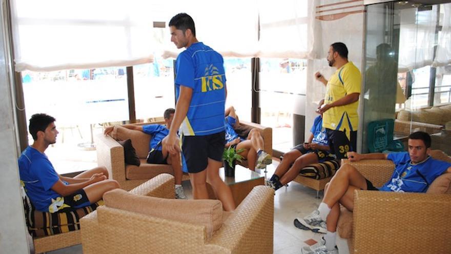 Los jugadores descansan antes del almuerzo