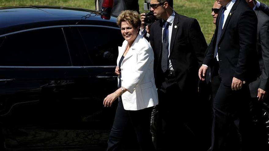 """""""Lo que más duele es la traición y la injusticia"""", dice Rousseff en su despedida"""