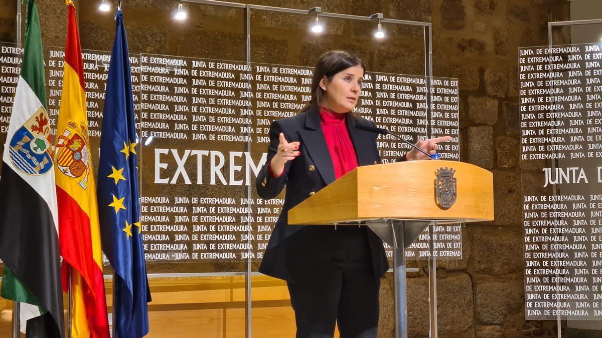 La consejera portavoz, Isabel Gil Rosiña, este miércoles en Mérida