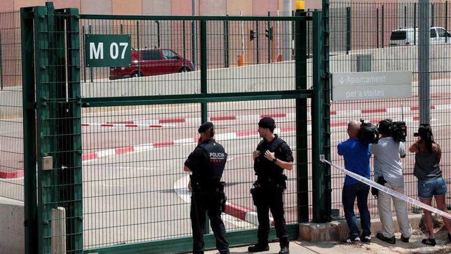 Descubren a un recluso con un móvil que quería grabar a los presos independentistas