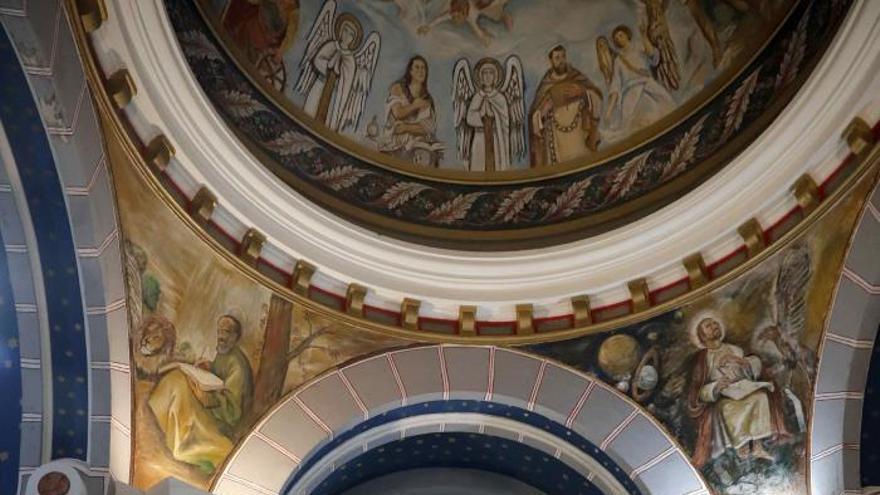 Nichos en la basílica San Juan el Real de Oviedo