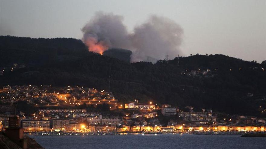 Tres incendios iniciados esta noche en Baredo (Baiona) han calcinado 30 hectáreas