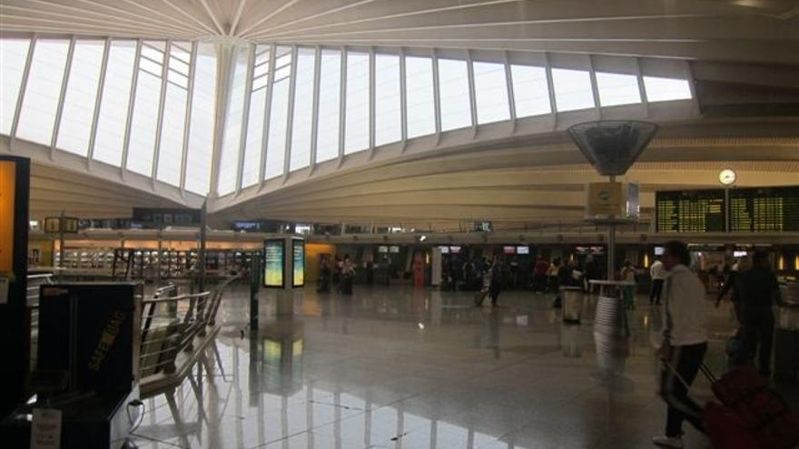 Desviados un total de seis vuelos que no pudieron aterrizar en el aeropuerto de Loiu por la niebla