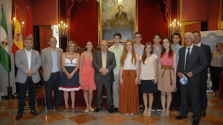 """Alcalde de Granada: """"Las mujeres, cuanto más desnudas, más elegantes, y los hombres, cuanto más vestidos"""""""