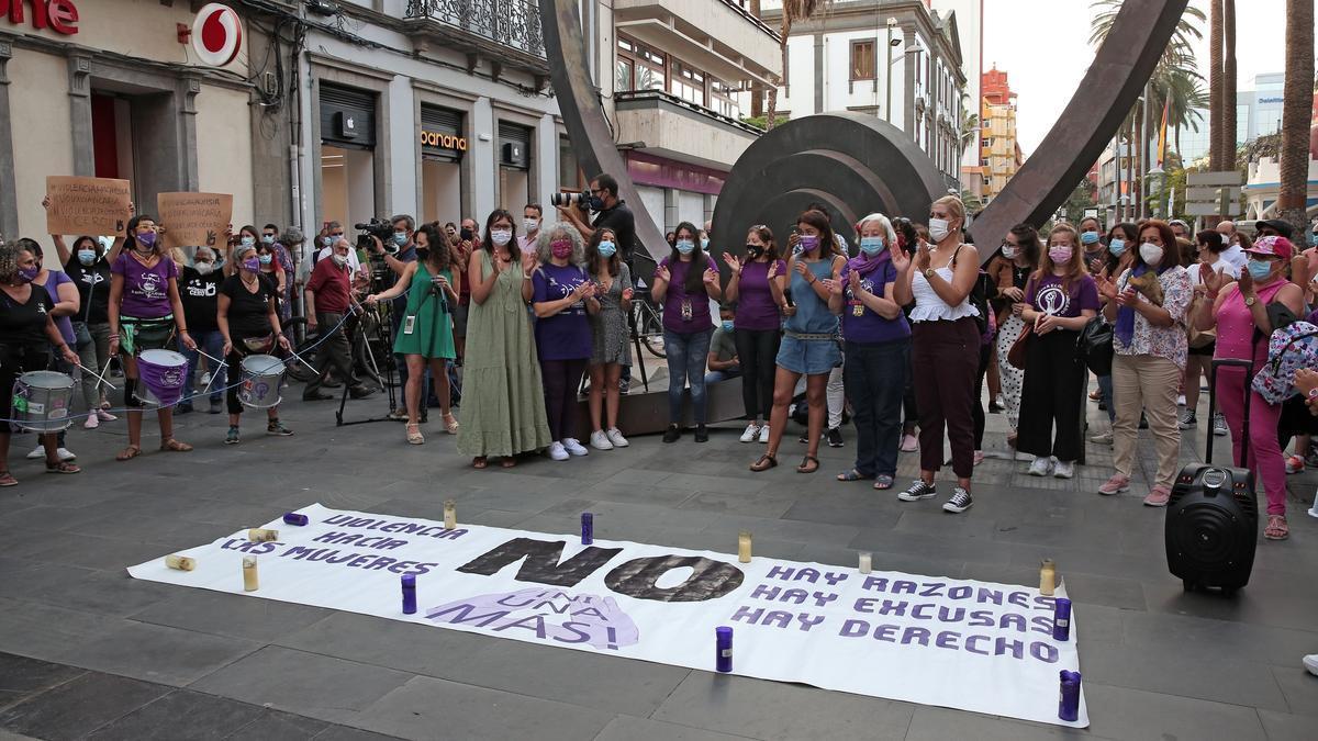 Concentración en repulsa contra la violencia de género en  Las Palmas de Gran Canaria tras hallarse el cuerpo de Olivia. (ALEJANDRO RAMOS)