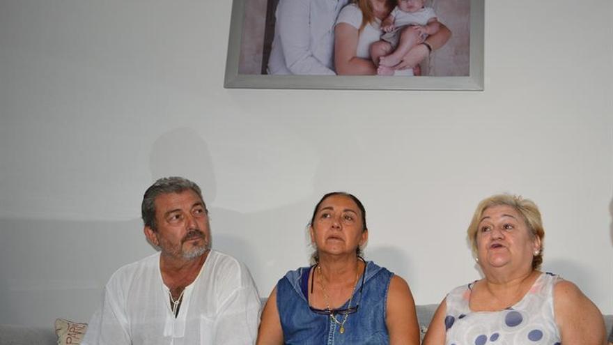 La madre de joven asesinada en México viaja a España con su nieto