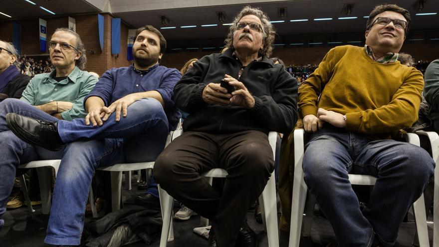 Ricard Gomà (ICV), Ferran Pedret (PSC), Joan Tardà (ERC) y Joan Josep Nuet (EUiA), en el acto de Pablo Iglesias en Barcelona. / ENRIC CATALÀ
