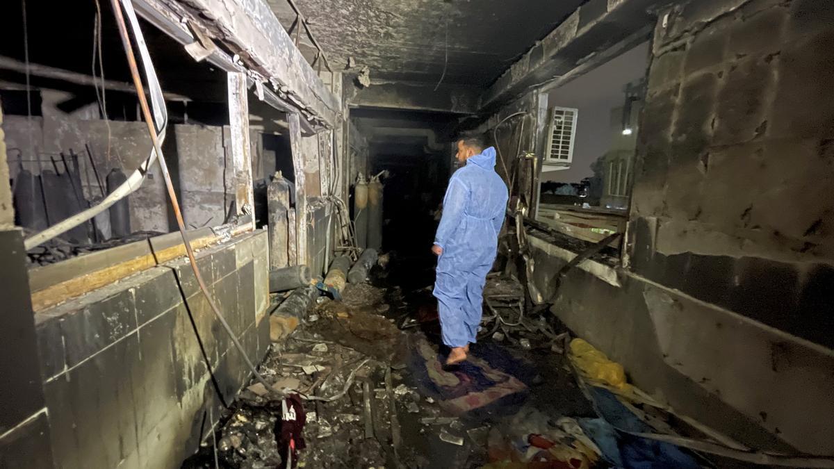 Sube a 82 el número de muertos por una explosión en un hospital de Bagdad