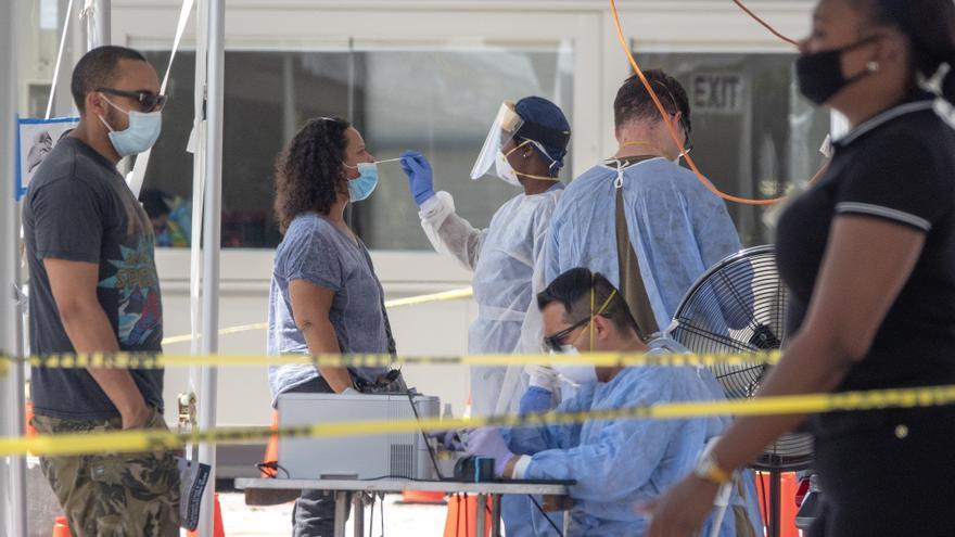 EE.UU. acumula 420.830 muertes y 25.258.210 contagios por la covid-19
