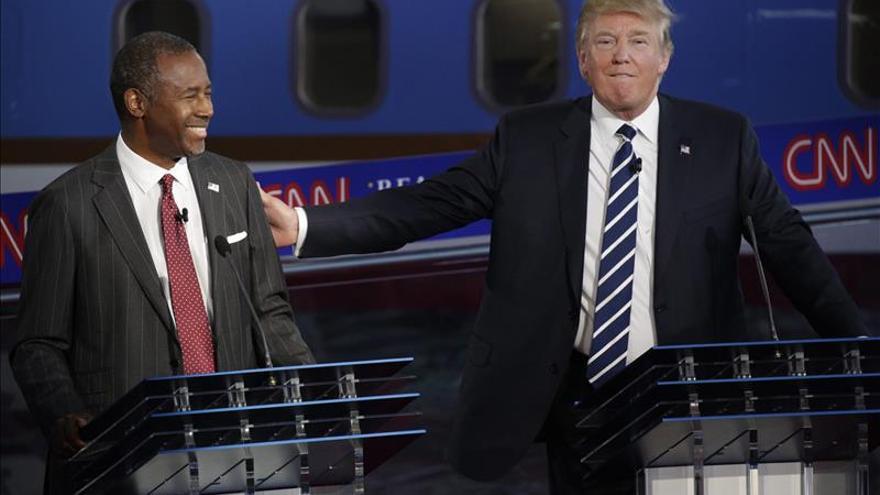 Carson y Trump lideran un nuevo sondeo para la nominación presidencial republicana