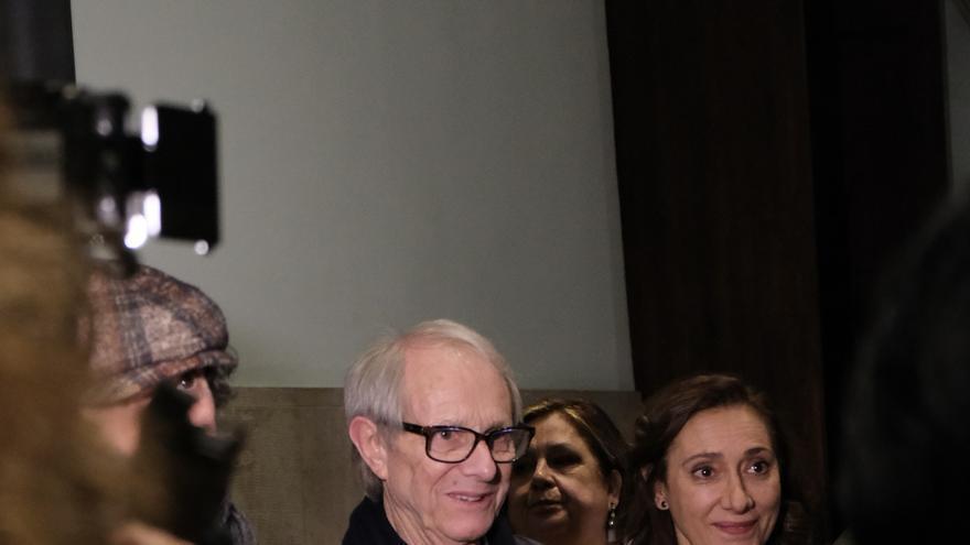 Ken Loach junto a la actriz Rosana Pastor en València durante el 25 aniversario de 'Tierra y libertad'.