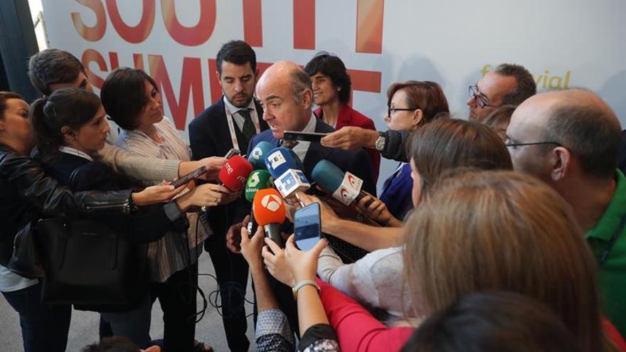 """De Guindos asegura que las empresas """"no tienen nada que temer"""" en Cataluña"""