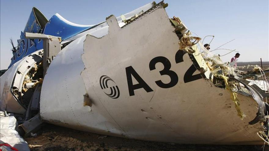 """Congresistas de EE.UU. dicen que las """"evidencias"""" apuntan a una bomba en el avión ruso"""