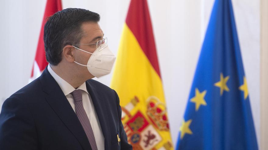 Archivo - El presidente del Comité Europeo de las Regiones, Apostolos Tzitzikostas, tras recibir la Medalla Internacional de la Comunidad de Madrid en la Real Casa de Correos de Madrid, a 24 de junio de 2021, en Madrid (España).