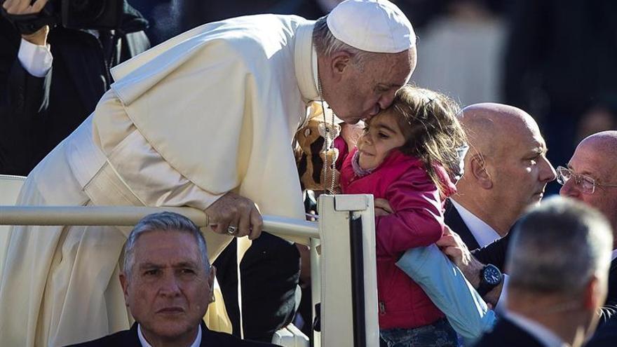 El papa pide a las religiones que condenen claramente la violencia en nombre de Dios