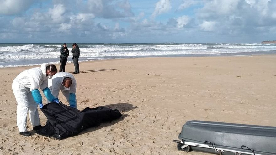 Hallado el cadáver número 22 de la patera naufragada en Los Caños hace dos semanas