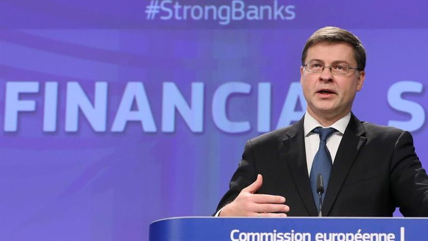 La CE refuerza normas de resolución bancaria con más exigencias a entidades